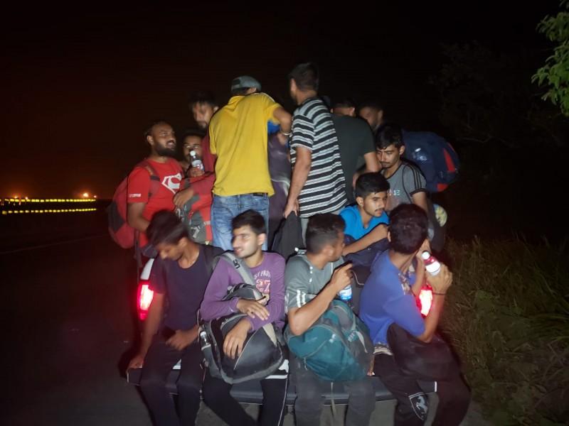 Rescatan a migrantes hindúes en Coatzacoalcos
