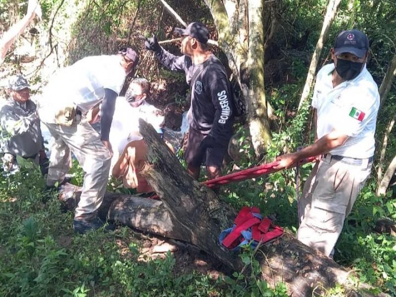 Rescatan a trabajador de CONAGUA que cayó a Río Acaponeta