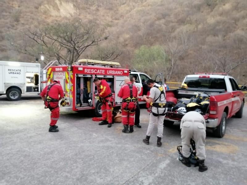 Rescatan a tres excursionistas en barranca de Huentitán