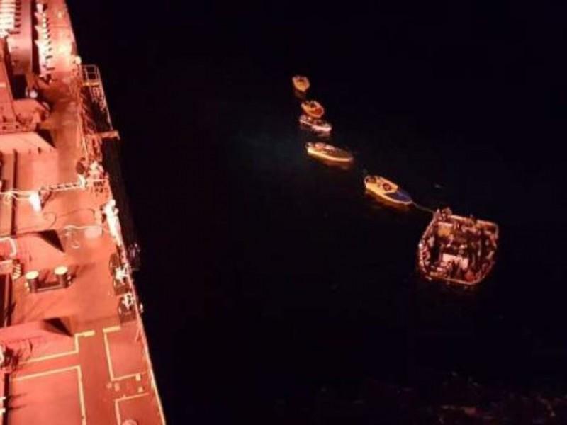 Rescatan a tripulantes de barco atunero
