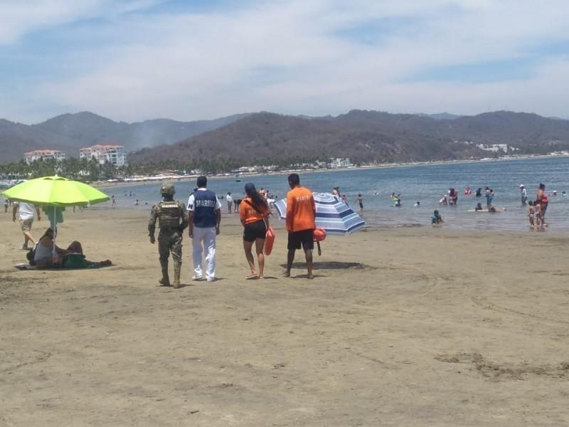 Rescatan a turistas de ahogarse en playas de Manzanillo