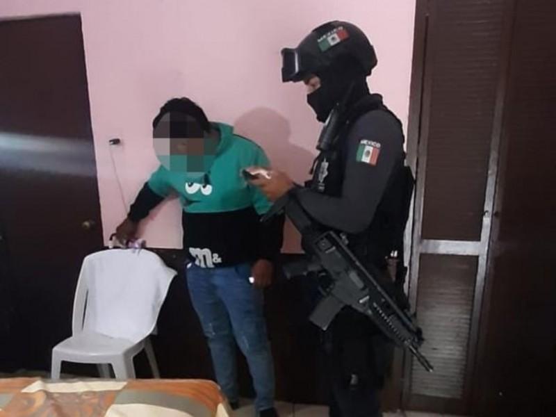 Rescatan sujeto enganchado por extorsión; estaba en hotel de Tepic