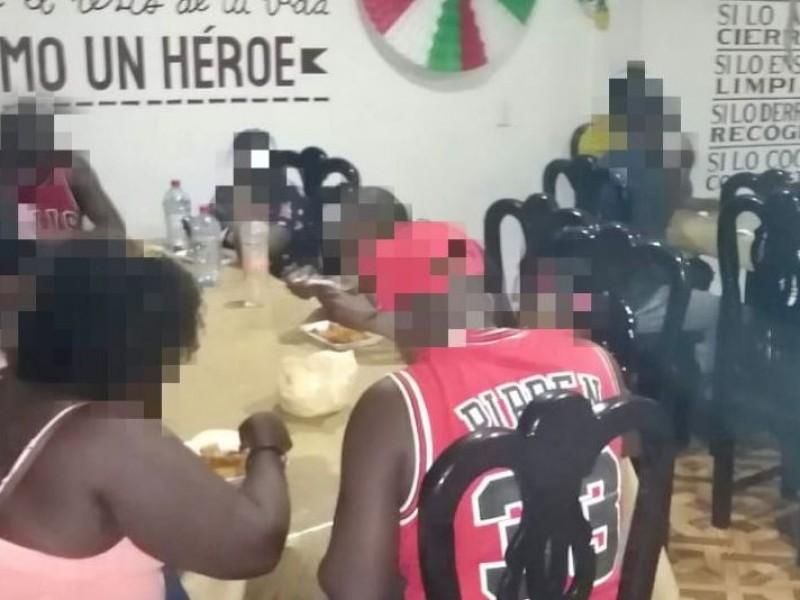 Resguardan a 15 migrantes en Las Choapas
