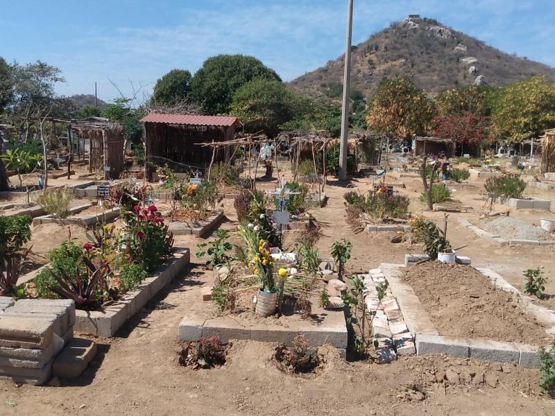 Resistencia social retrasa inhumaciones en San Blas Atempa