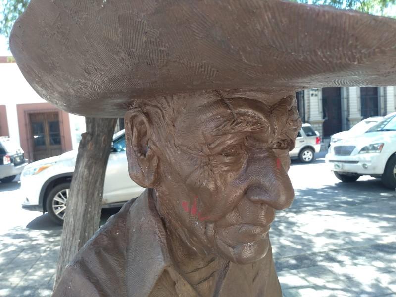 Restauran escultura de El Paletero que fue vandalizada