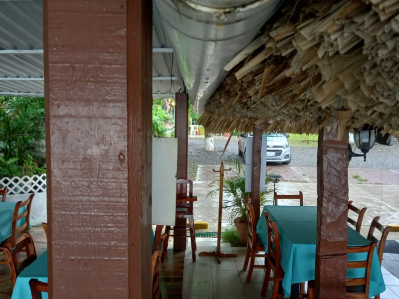 Restauranteros de La Mata en Tuxpan, resguardan mobiliario