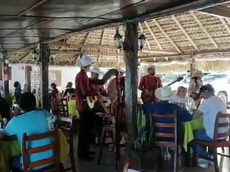 Restauranteros piden a comensales no relajar medidas sanitarias