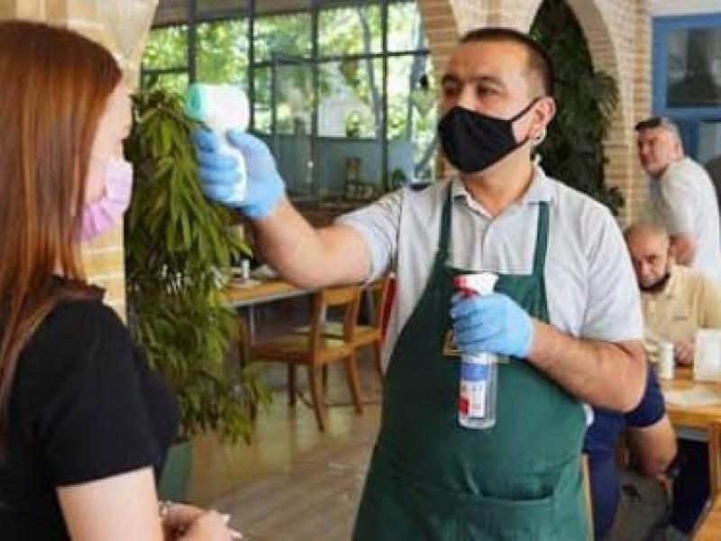 Restauranteros refuerzan medidas sanitarias