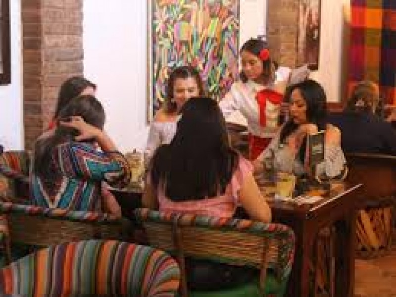 Restauranteros se preparan para fiestas patrias
