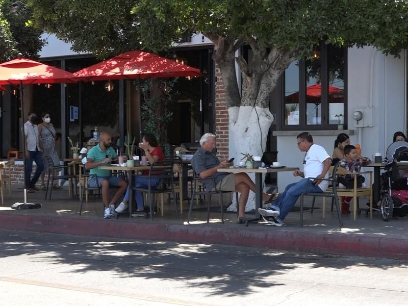 Restaurantes prevén pérdidas económicas por retroceso en el semáforo