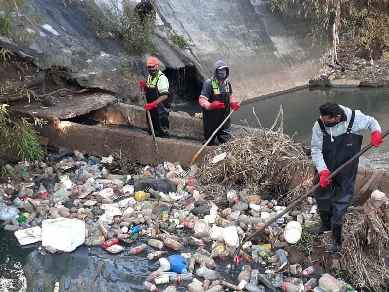 Retiran 2 toneladas de basura del Río Chiquito