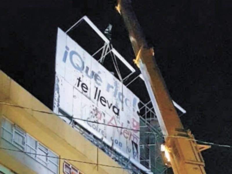 Retiran cuatro anuncios espectaculares en alcaldía Coyoacán