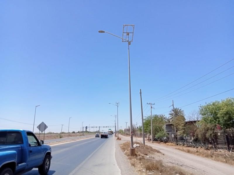 Retiran paneles de lámparas LED en la carretera internacional