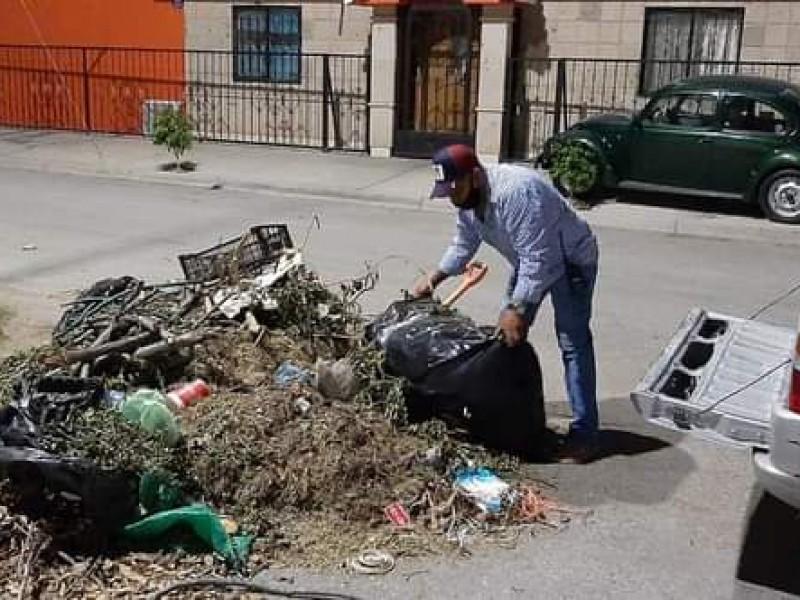 Retiran residuos y basura de calles de Gómez Palacio