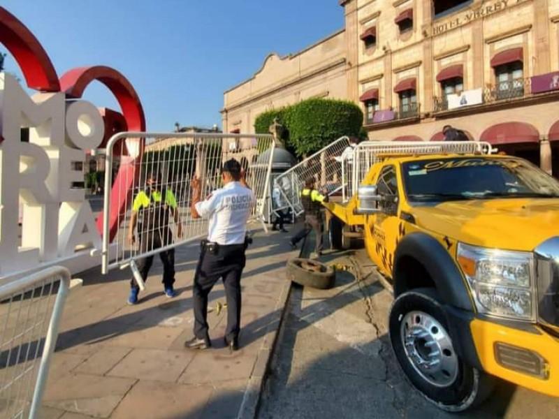 Retiran vallas de plazas públicas de Morelia