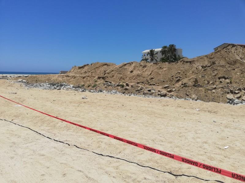 Retiraran escombros de muro de Costa azul