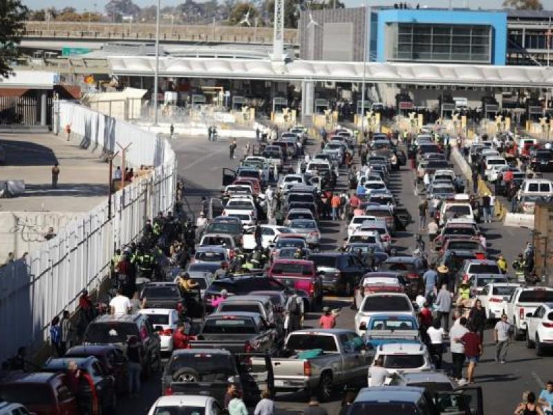 Retraso en frontera afecta sector alimenticio y automotriz