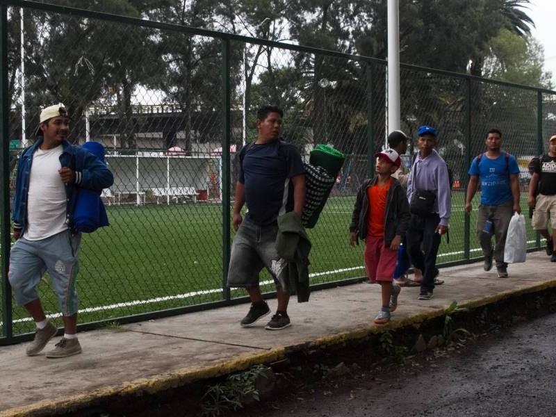Reubicados 650 migrantes que están en Magdalena Mixhuca