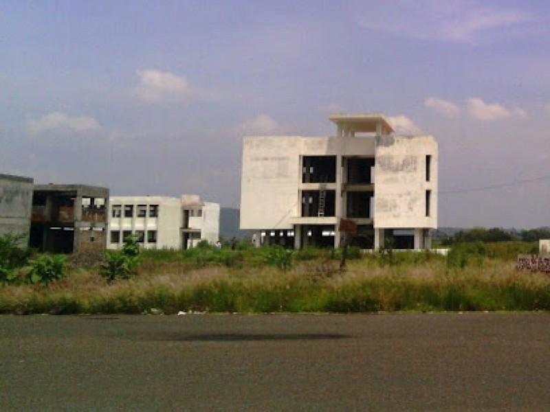 Rezagada obra del campus de la Universidad Michoacana en Zamora