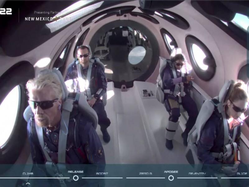 Richard Branson realiza su primer viaje turístico... ¡Espacial!