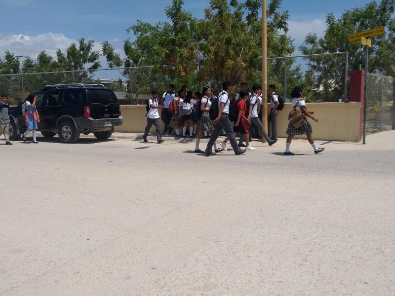 Riesgo peatonal  jóvenes en escuela de StaRosa