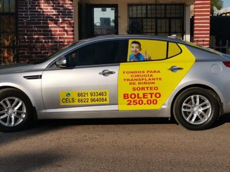 Rifan carro para recaudar recursos para trasplante de riñón