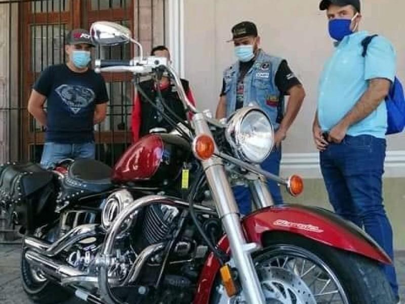 Rifan motocicleta en Tlaltenango para comprar juguetes