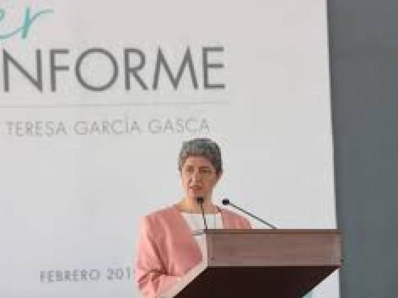 Rinde Teresa García primer informe de actividades UAQ
