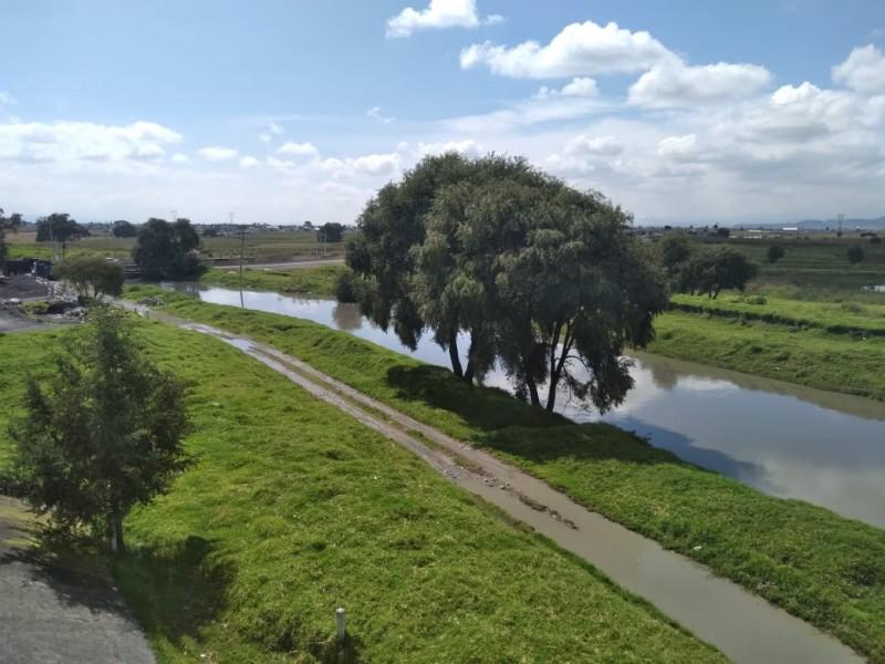 Río Lerma a punto del desbordamiento