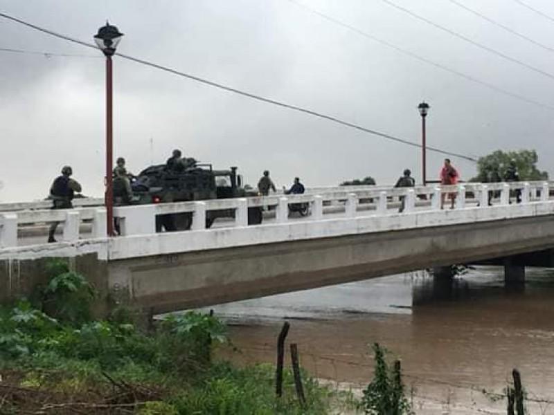 Río San Pedro a punto de desbordarse