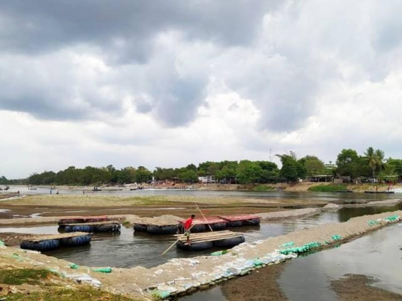 Rio Suchiate en niveles críticos ante sequía.