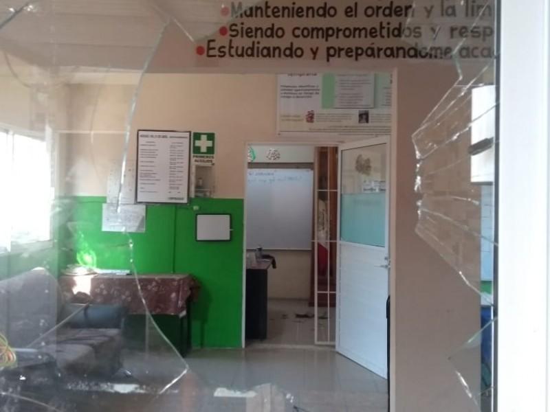 Roban y vandalizan escuela en colonia Amapolas