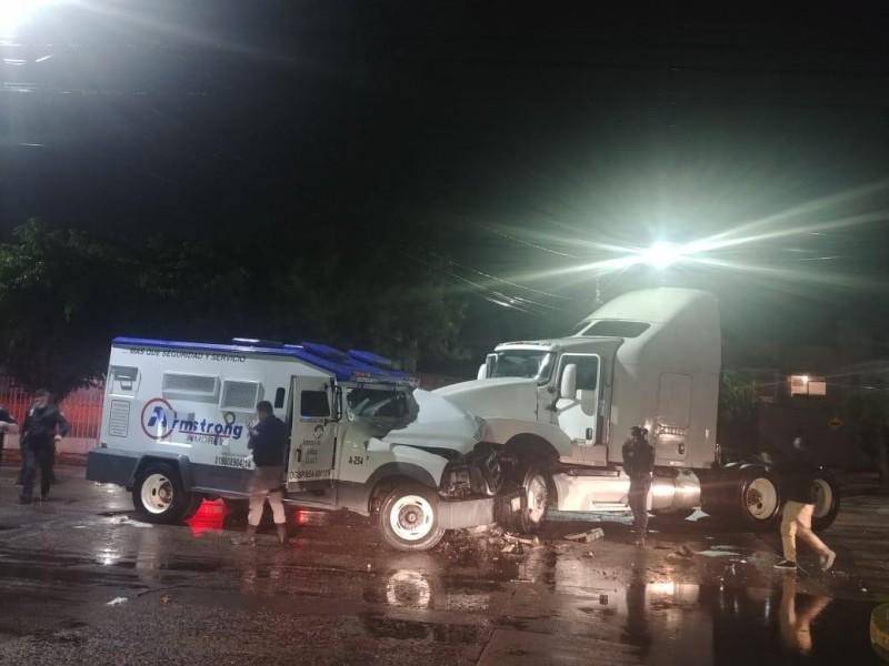 ROBO MILLONARIO LOGRAN DELINCUENTES CERCA DE LA COMANDANCIA DE POLICÍA