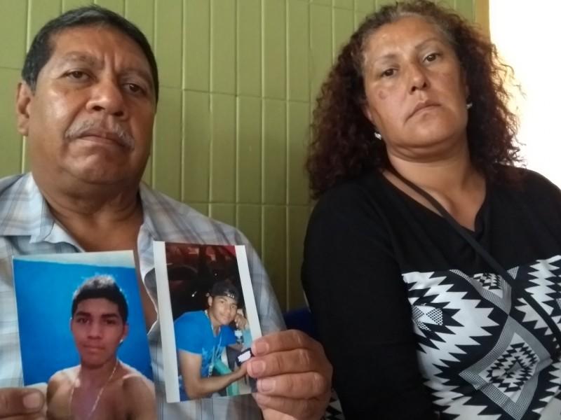 Toman muestra de ADN a familiares de desaparecidos