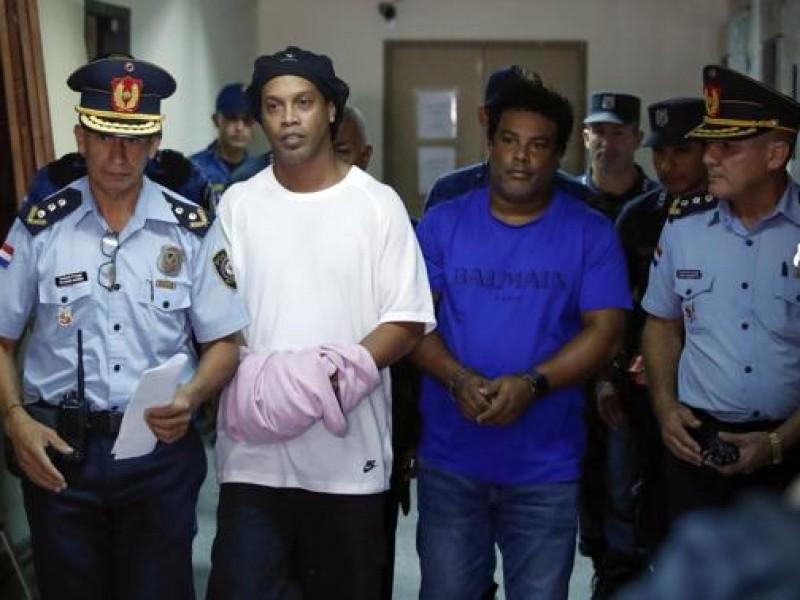 Ronaldinho y su hermano salen de la cárcel