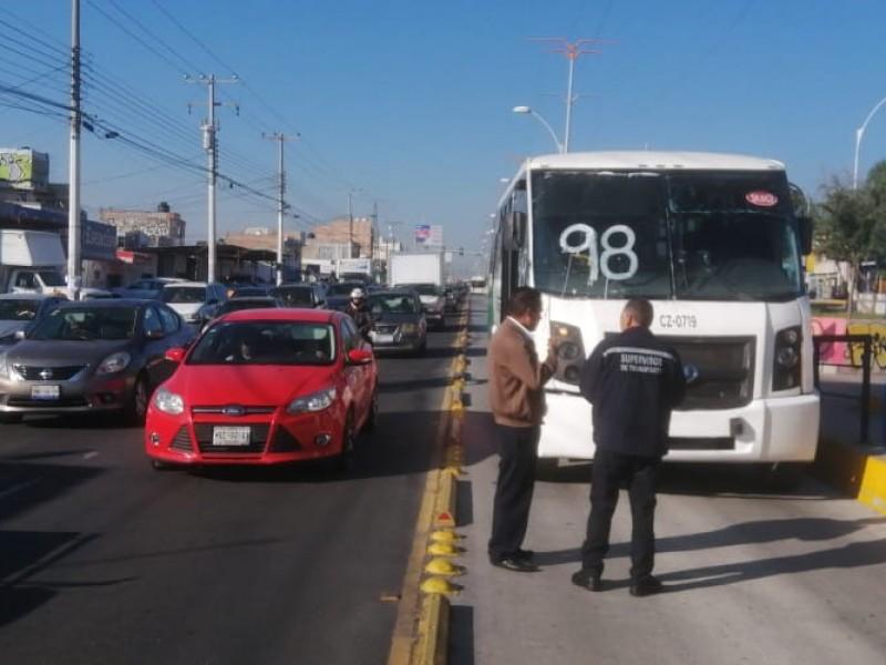 Ruta 98 avienta a mujer en Féliz Osores