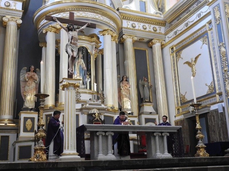 Sacerdotes transmitieron sus misas por redes sociales
