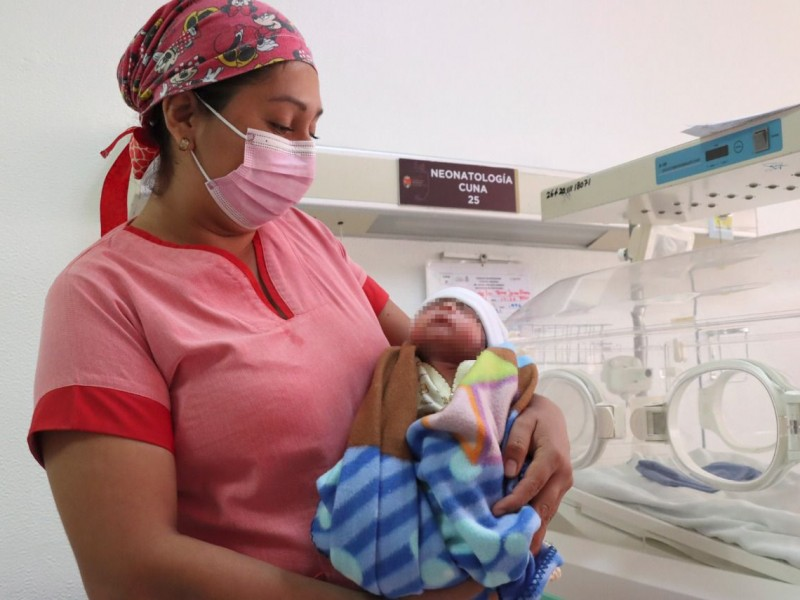 Salvan la vida a recién nacido en estado crítico