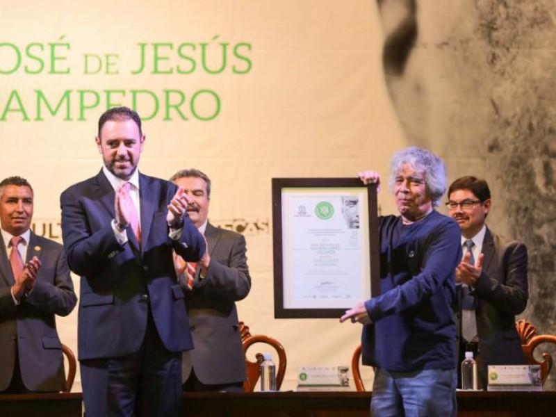 Sampedro galardonado con el Premio López Velarde