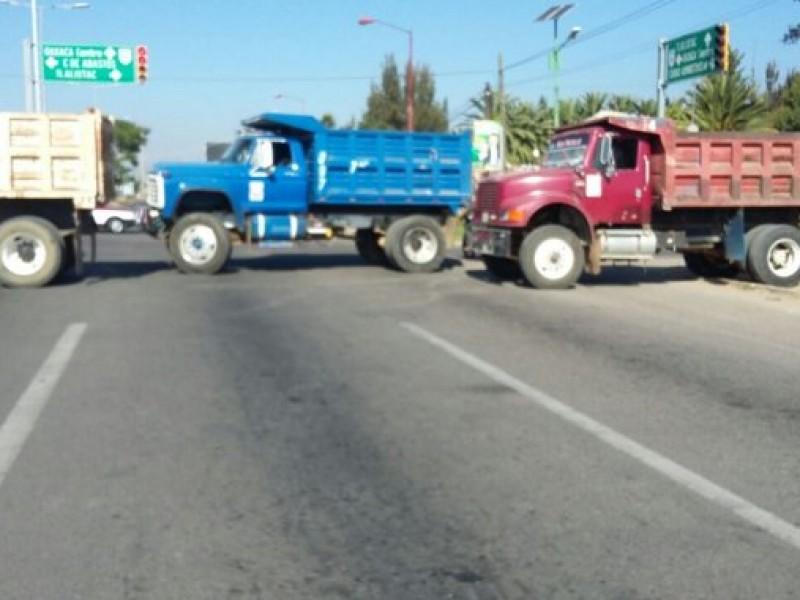 Sancionarán bloqueos de transportistas revocando concesiones: SEMOVI