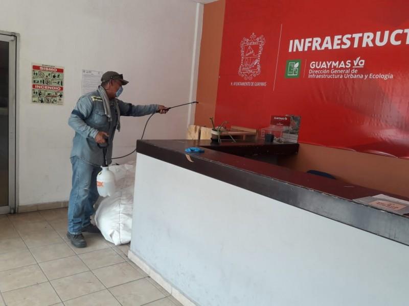 Sanitizan oficinas de gobierno municipal