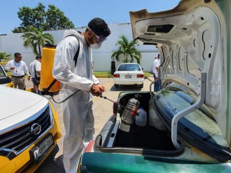 Sanitizan taxis para prevenir coronavirus