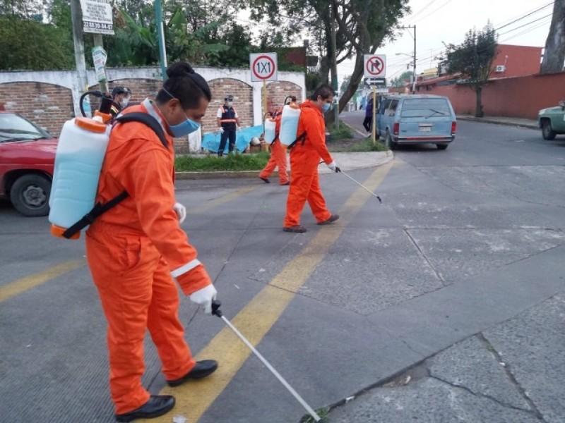 Sanitizan tianguis Toluca y Revolución en Xalapa