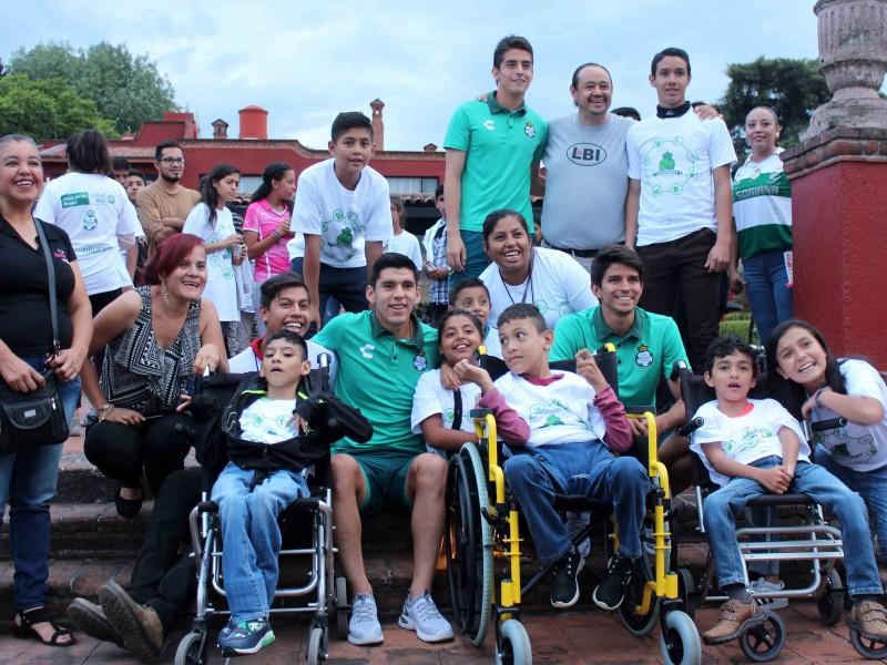 Santistas conviven con niños discapacitados