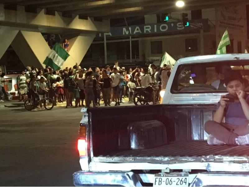 Santistas salen a las calles de Torreón
