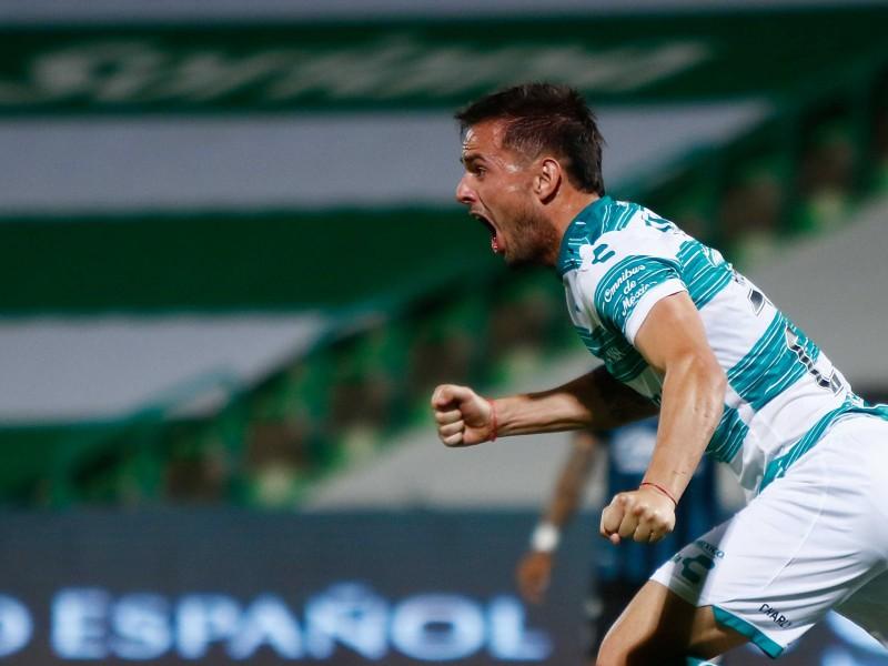 Santos gana a Querétaro y respira en el torneo