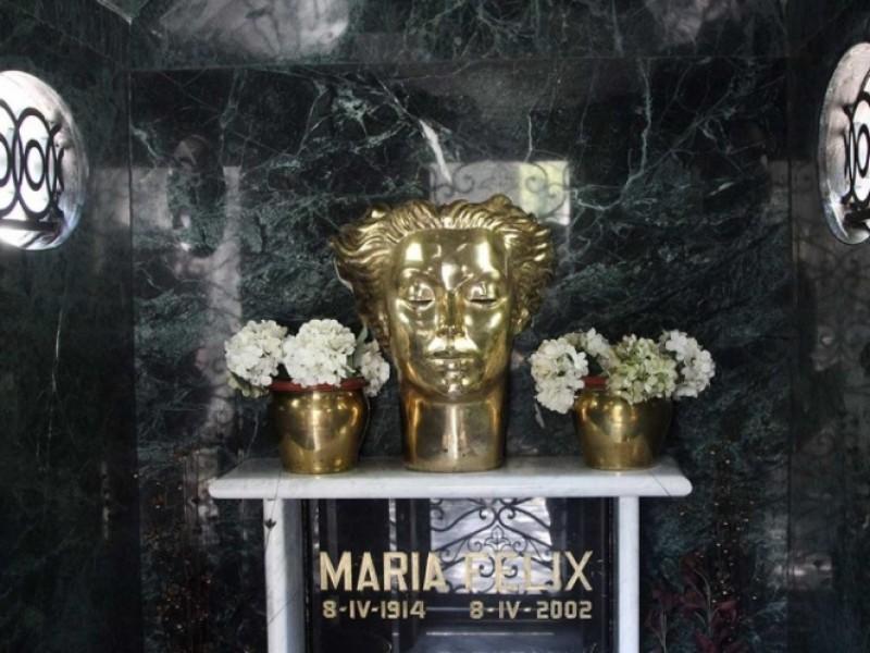 Saquean tumba de María Félix