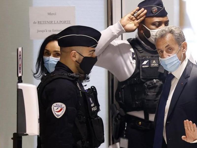 Sarkozy, condenado a tres años de cárcel por corrupción