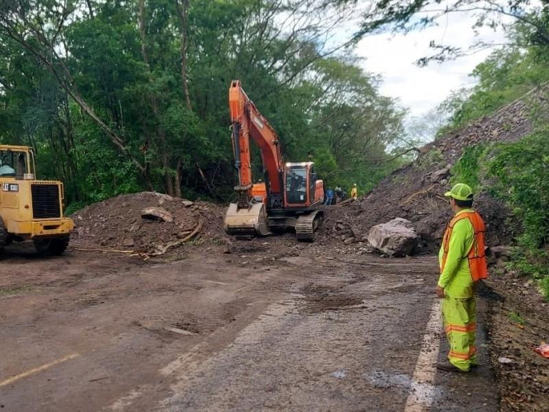 """SCT labora para restablecer carreteras afectadas por """"Hernán"""