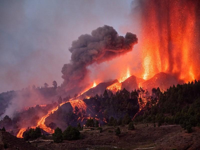 Se agrava la actividad explosiva del volcán Cumbre Vieja
